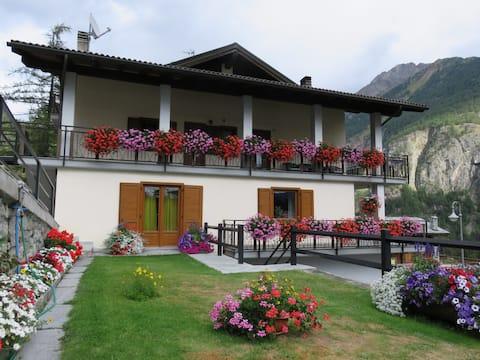 Trilocale vista lago e pineta Anna Valle d'Aosta