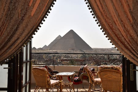 Deluxe suite facing the Pyramids