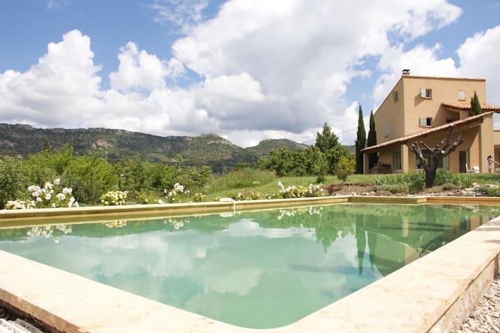 Villa d'architecte avec piscine - Vercoiran - 獨棟