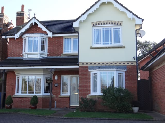 Rural location with double room & private bathroom - Scarisbrick - House