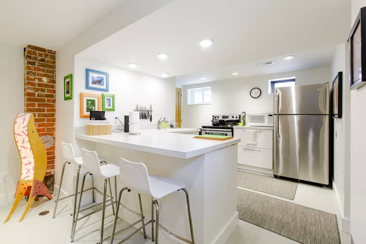 Clean! Private. Bright. Full Kitchen.