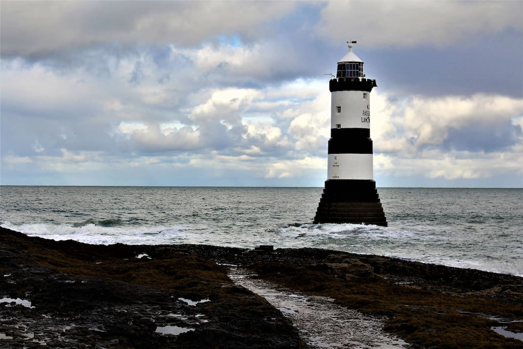 Walk over the Old Deer Park to the lighthouse