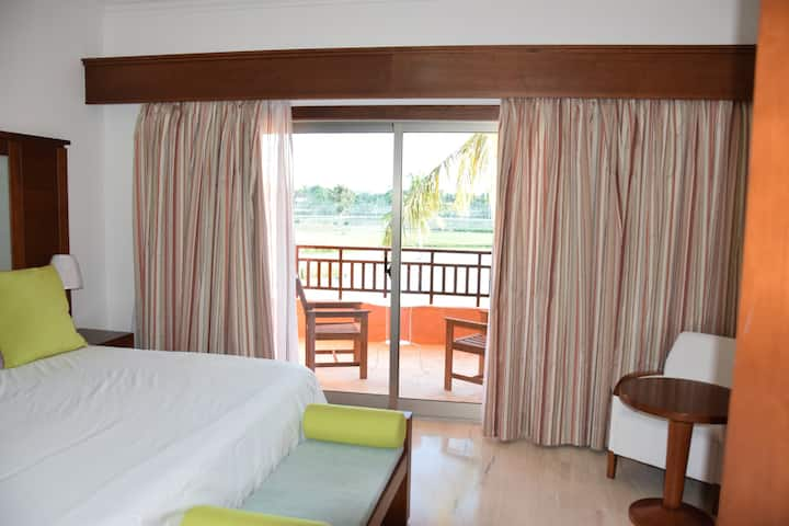 Lake View Junior Suite with Beach Access