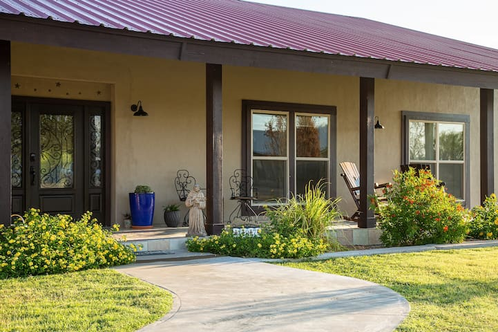 La Estrella-a hacienda under the West Texas Stars
