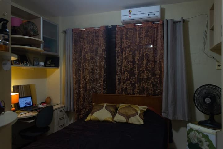 Exelente suite em apto.com vaga garagem em Condom.