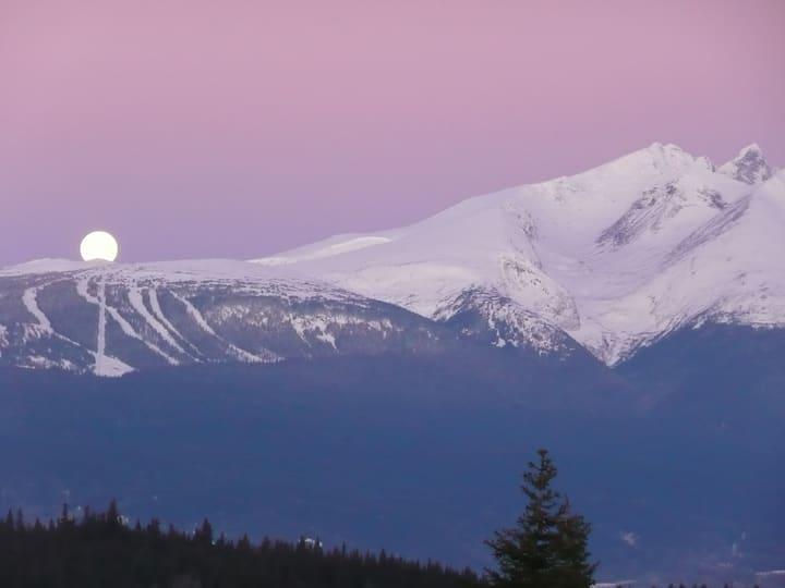 Pink Sky Lodge. Silence and Stillness