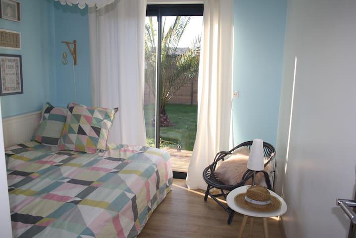 Chambres sur  jardin+ 2 vélos à disposition.
