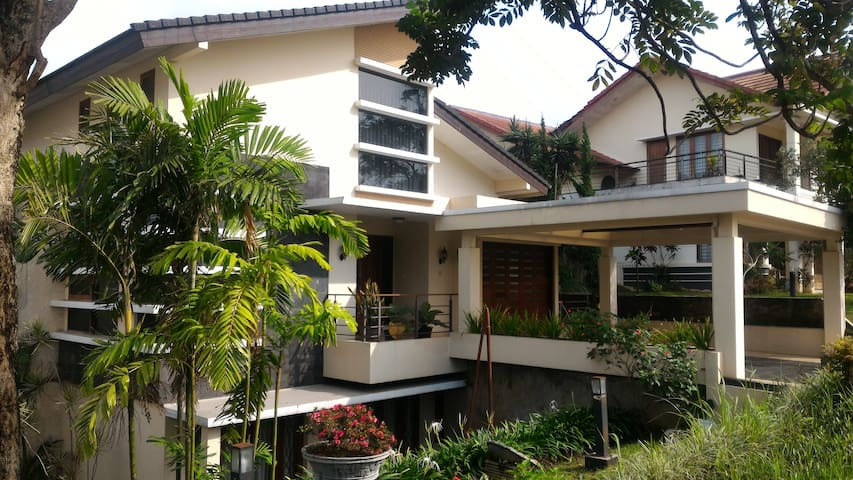 Raya Resort House with Panoramic View@Dago Pakar