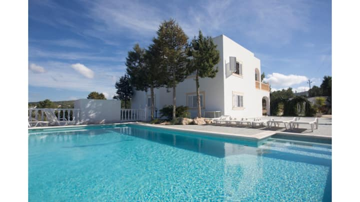 Villa Can Vincent is a large villa and pool located on the outskirts of San Antonio Bay