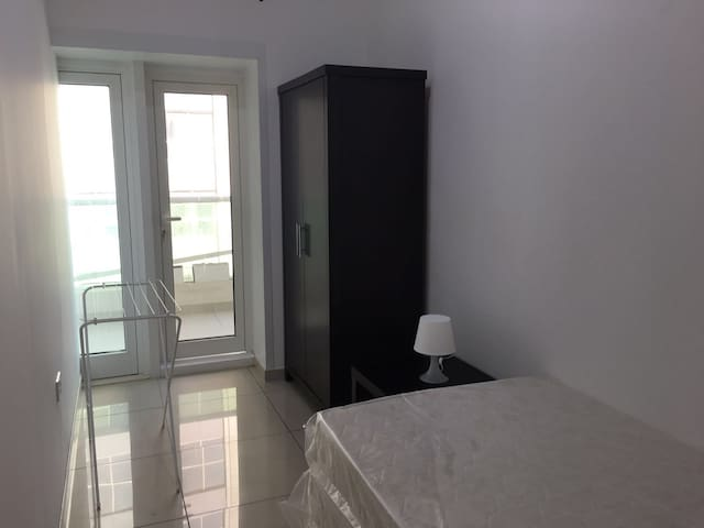 Nice Medium Room In Dubai Marina For One Man