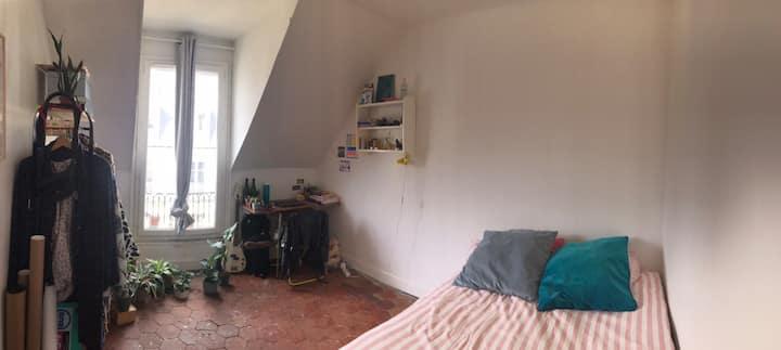 Room in Paris near the city center