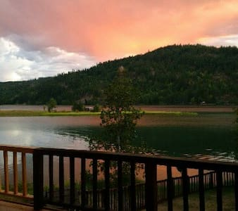Waterfront Home, 220 feet of Waterfront, Mt.Views - Priest River - 独立屋