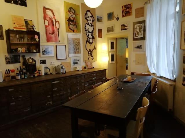 Living in artiststudio/galery in the center Bilk