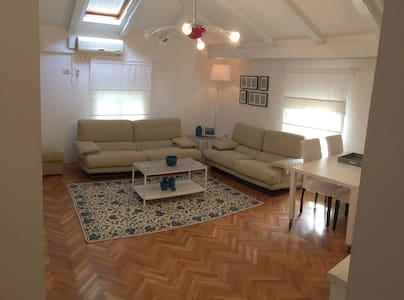 Lovely Attic Apt. in City Centre - Opatija - Appartement