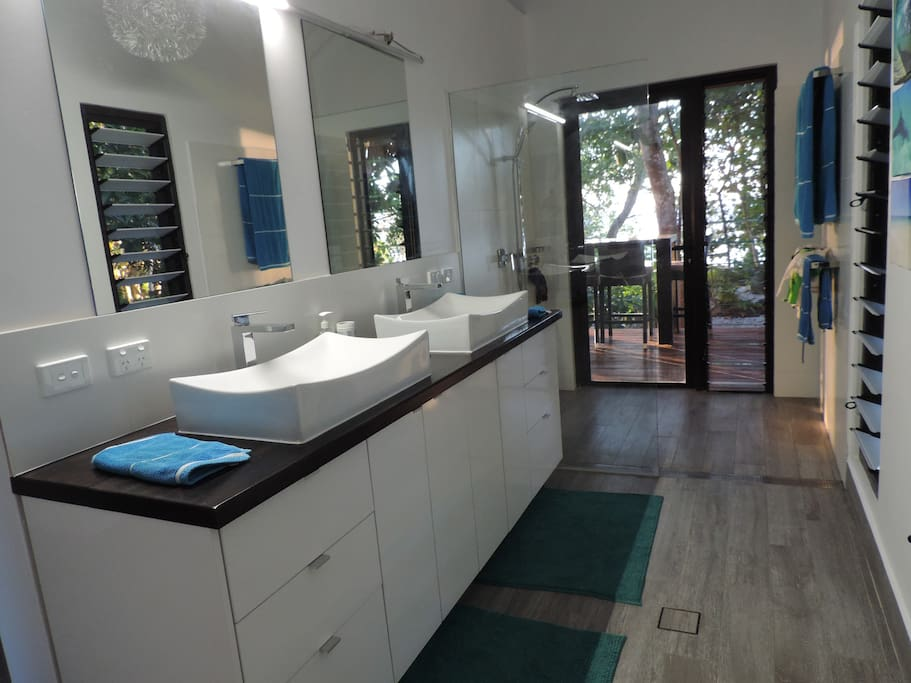 Beachside Bungalow - bathroom