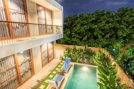 R2 Bed and Breakfast In Central Kuta