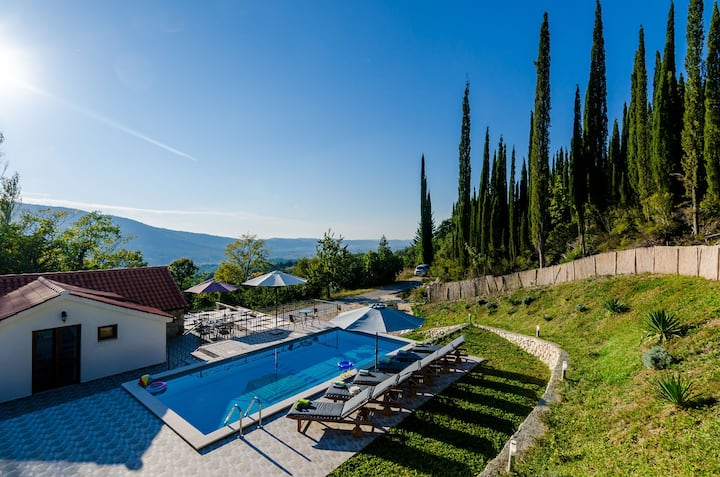 Villa Mlin - Three-Bedroom Villa with Terrace and Swimming Pool