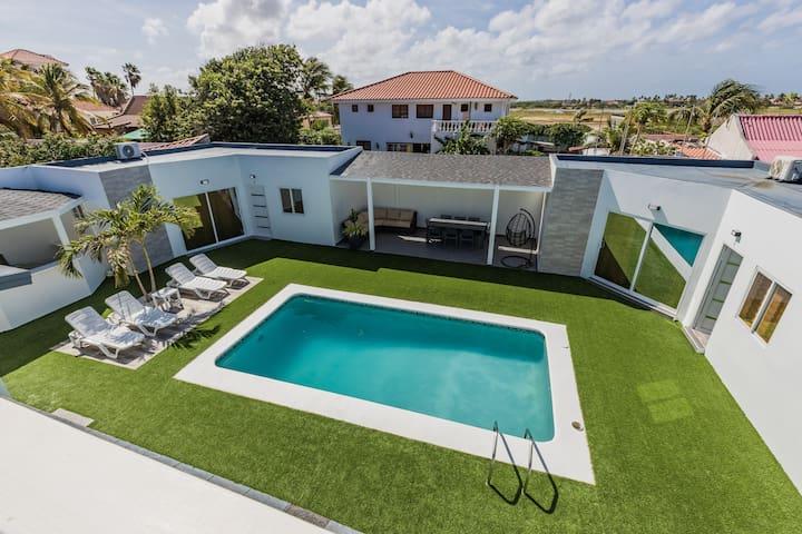Modern Design Apartment Steps from Palm Beach