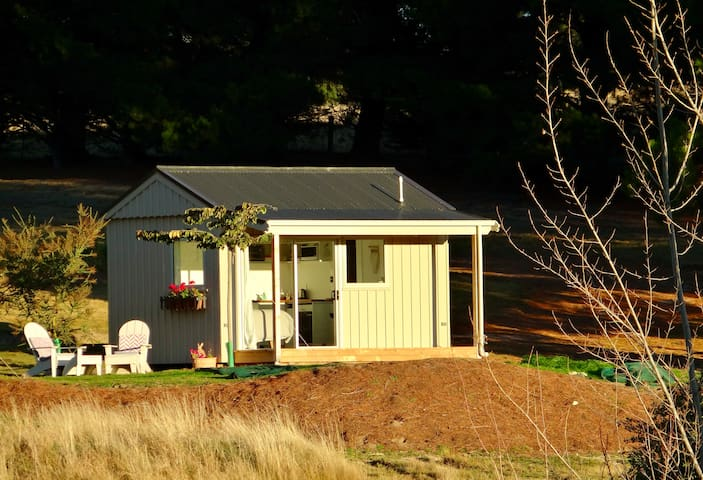 The Cheeky Rabbit Retreat - with mountain views