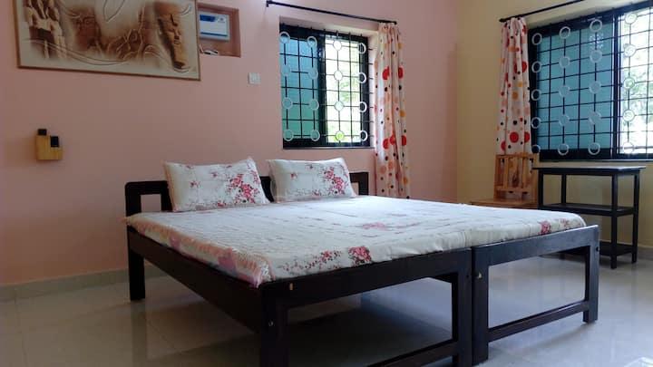 Spacious room in heart of Anjuna . ( ROOM 1)