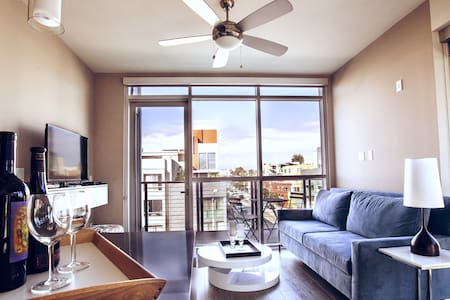 LUXURY 2 BEDROOMS, POOL, GYM APT SANTA MONICA