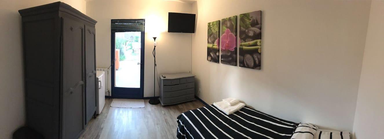 Chambre a louer dans une maison - Les Mureaux - Casa