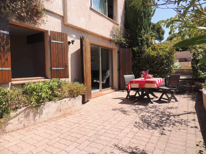 Provence. Appartment in villa. Toulon. 3 bedrooms