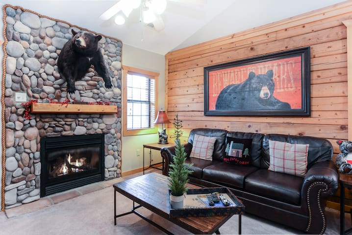 Lazy Bear Lodge Beautifully decorated luxury cabin