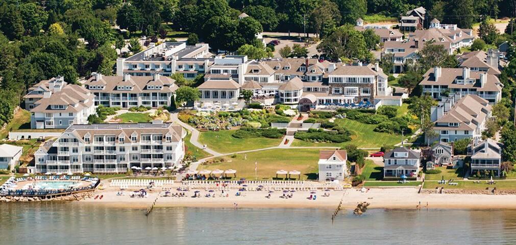 Waters Edge Resort - Std. King-Handicap Accessible