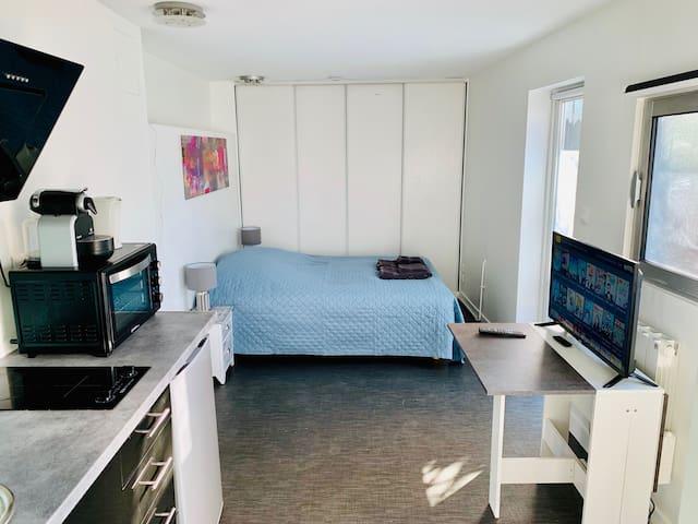 Studio indépendant dans belle demeure
