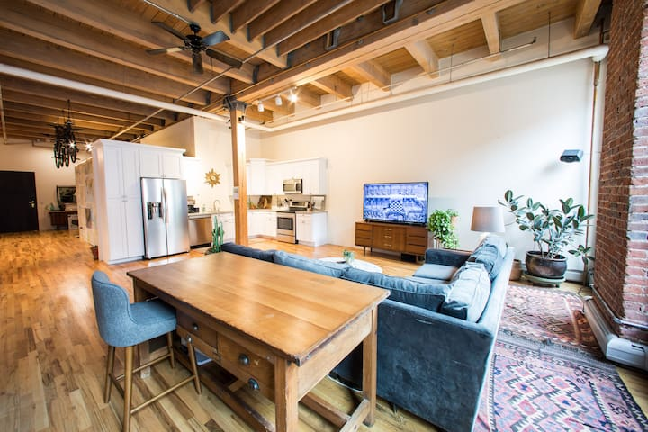 Best Location-Upscale Spacious Loft + Free Parking