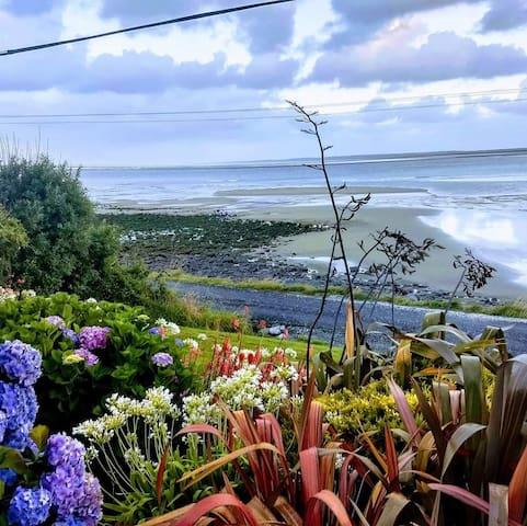 Quaint seaside home offering stunning sea views
