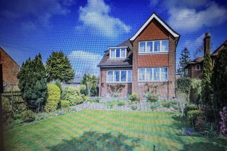 3 Double Bedroom detached house - Amersham