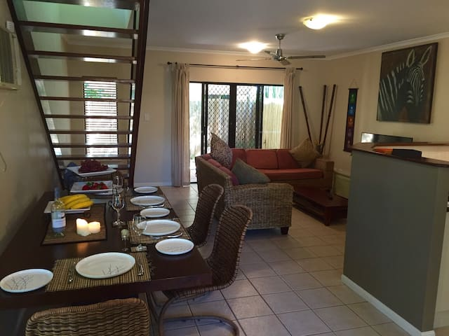 2 Bedroom Townhouse Palm Cove - Palm Cove - Stadswoning