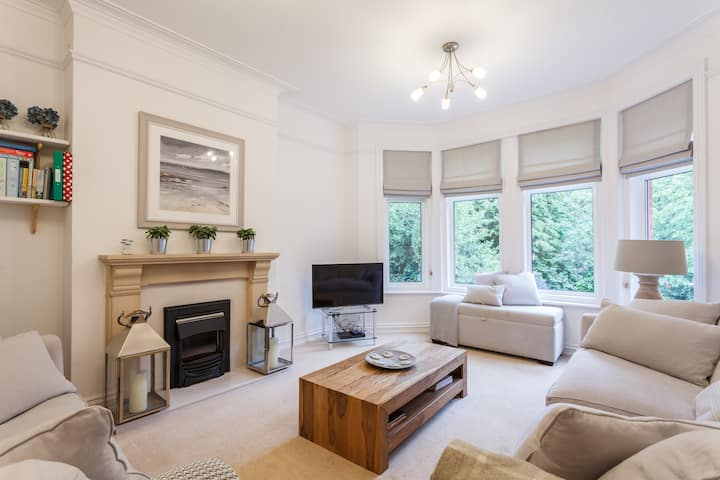 Spacious, quiet, stylish 2BR flat near Sandbanks