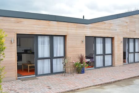 Delightful single storey contemporary accommodation (zip and Link beds) with easy access to Bristol & Bath - บริสตอล