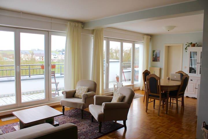 Luminous 2 BR Apt / apt 2 chambres - Alzingen - Apartament