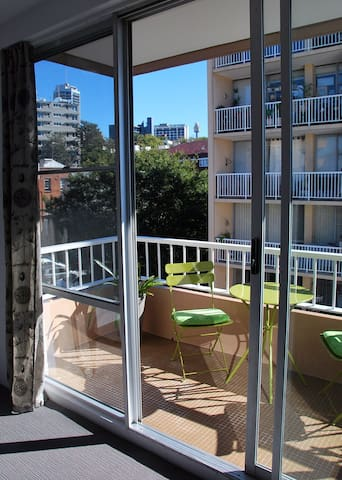 Top floor inner city dream studio with parking - Rushcutters Bay - Apartment