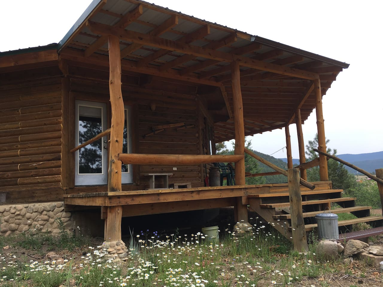 The Porch of the Hogan (Hogaan)