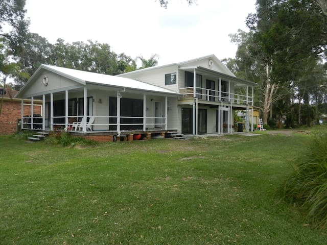Port Stephens Absolute Beachfront magic location - Pindimar