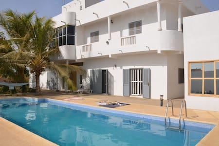 Chambre dans villa à 400 mètres de la plage