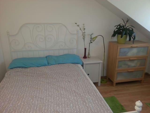 Zimmer in Seenähe / Stanza vicina al lago - Tutzing - Apartment