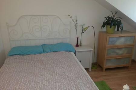 Zimmer in Seenähe / Stanza vicina al lago - Tutzing - Huoneisto