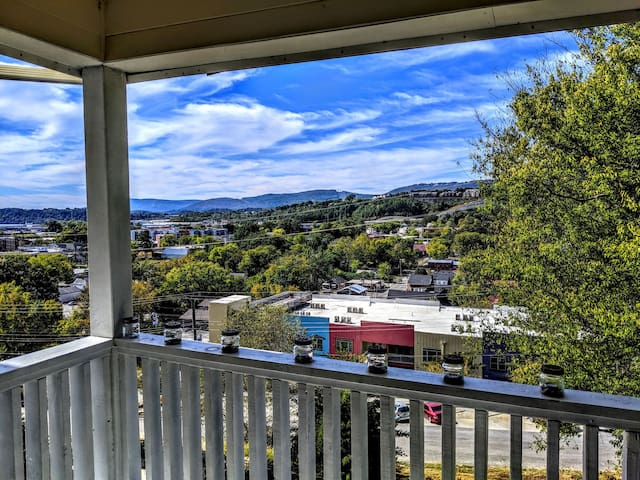 North Chattanooga w/ Privacy and Beautiful Views!