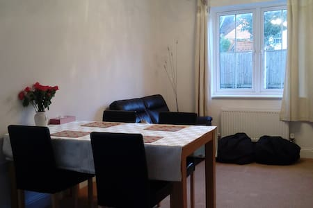 Relaxed and homely - Egham - Apartment - 1