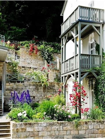 Gorgeous Saxon flat with balcony