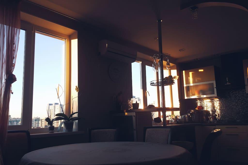 Гостиная на закате