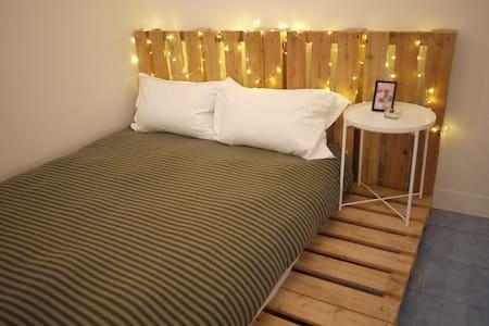 林森雙人套房,獨立衛浴,放鬆的個人空間_大東夜市 - East District - Ev