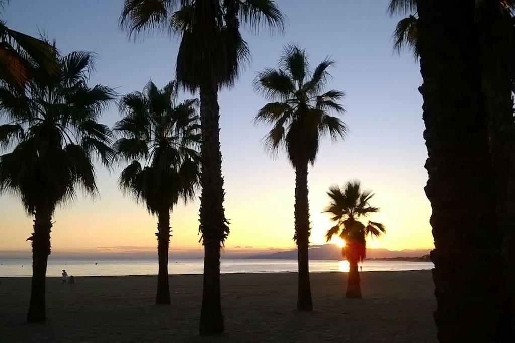 Puesta de sol en la playa de Ponent