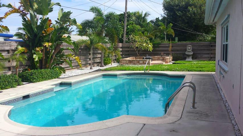 Priv bed/bath w/pool. Mins to beach & Atlantic Ave - Boynton Beach - Casa